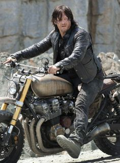 Dary Dixon in 'The Walking Dead' Season 6 Episode 1