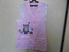 Avental para professora, peça única, avental rosa claro em tergal, detalhes em lesie, da confecção horus hg, tamanho G. Aplique de coruja e fuxicos. Elegancia, exclusividade e bom gosto.