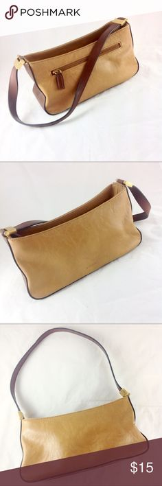 """🔥HP🔥Vtg Mondani Brown / Tan Color Block Bag EUC In excellent condition! EUC.  Mondani small handbag in brown and tan. Rarely used. Super clean! 10 x 5 x 4"""". 🔹Please ask all your questions before you purchase!  🔹Sorry, no trades or holds. 🔹Please use Offer Button! 🔹Bundle for your best prices! Mondani Bags"""