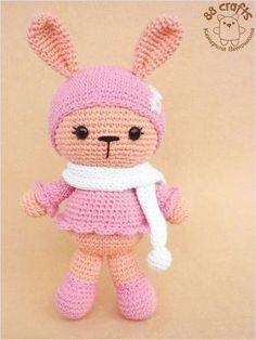 Милые зайчики, связанные крючком, в шапочке с шарфиком от Екатерины Ветошкиной . Можно связать мальчика-зайчика в кофточке или девочку ...