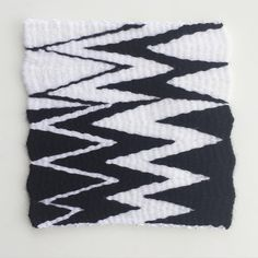 Zig zap 〰➰〰➰〰 i am starting my own small challenge that I call #thisweekweaving for next 8 weeks i am going to make 8 small weavings useing various techniques. Let's see what happends  #weaving #weaveweird #tkanie #gobelin  #tapestry #persenalchallenge