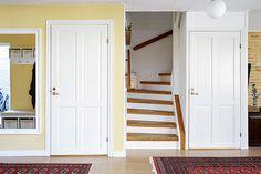 Hallen med trappan upp till övre plan