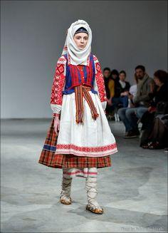 Український народний костюм вперше на подіумі Українського тижня моди | Новини | Всеукраїнська асоціація пенсіонерів