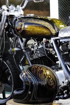 Metal flake tank and helmet Custom Paint Motorcycle, Motorcycle Tank, Motorcycle Helmets, Custom Bikes, Harley Bobber, Harley Davidson Sportster, Retro Helmet, Helmet Light, Custom Helmets