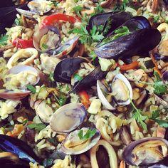 Paella di frutti di mare di un Ferragosto romano. Evviva mamma Linda! #foodpic #instadaily #instalovefood #inspiration #ferragosto2017 #romanholidays #instagramstories #onmytable #foodgawker #homemade #healthytreat #paellatime #seafoodpaella #foodies #instafood #foodstagram