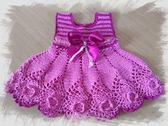 Crochet Baby Dress Pattern, Crochet Baby Clothes, Crochet Baby Hats, Baby Knitting Patterns, Knit Baby Dress, Knitted Baby, Baby Girl Hats, Girl With Hat, Girl Doll Clothes