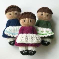 Best 12 When I'm using up leftover or donated yarn in my charity knitting, I can't always dress my dolls in the colours I prefer…so I created these cute apron patterns. Each pinafore uses less than 5 metres of yarn, but can quickly take your dolls from