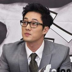 So Ji Sub oppa looking most especially delectable in this look! (love the whole glasses, suit, earring, boyish hair cut thing he has going on there!