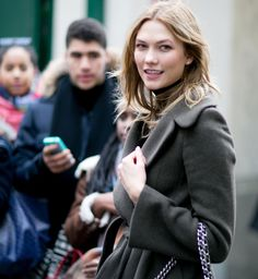 Street fashion: modelki off duty na Paris Fashion Week j-z 2016/2017, fot. Imaxtree
