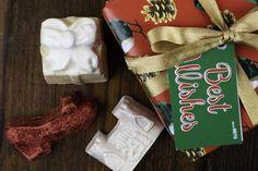 Skap din egen magi Lush, Christmas Stockings, Holiday Decor, Home Decor, Needlepoint Christmas Stockings, Decoration Home, Room Decor, Christmas Leggings, Interior Decorating
