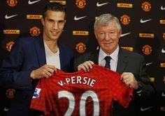"""Hè 2012, Sir Alex Ferguson làm mọi cách để chiêu mộ Van Persie từ Arsenal và ông đã thành công. Với """"cỗ máy săn bàn"""" người Hà Lan, Man Utd băng băng về đích ở Premier League và lần thứ 20 đoạt chức vô địch.  http://ole.vn/video-bong-da.html,http://ole.vn/chuyen-chuong.html,http://tin24hnhanhnhat.blogspot.com/"""