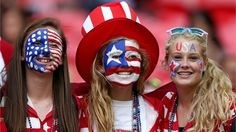 women's soccer fans wait for the start of the Olympic gold medal match between U. and Japan at London's Wembley Stadium. Football Usa, Football Themes, Football Cheerleaders, School Football, Football Spirit, Football Fans, Football Season, Homecoming Themes, Homecoming Week
