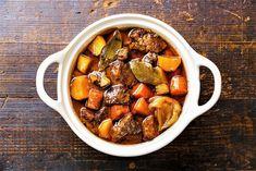 Fransk biffgryte à la Burgund Boeuf bourguignon Beef Casserole Recipes, Cooker Recipes, Pressure Cooker Beef Stew, Guinness Beef Stew, Pollo Guisado, Mushroom Stew, Healthy Dinner Recipes, Foods, Instant Pot