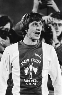 Johan Cruyff - Wikipedia, la enciclopedia libre Love him Football Icon, Arsenal Football, Football Design, School Football, Football Soccer, Football Shirts, Good Soccer Players, Best Football Players, Fc Barcelona
