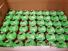 I guess the Super Bowl is a  holiday...cute cupcakes for your Super Bowl party.