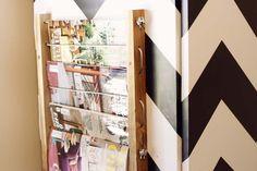 Chega de revistas espalhadas pela casa! Saca só esse revisteiro de parede…