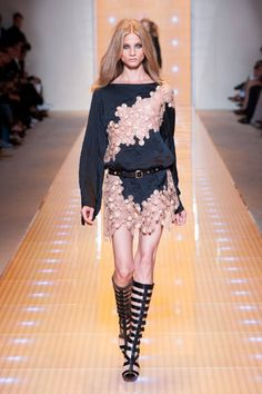 Versace Spring 2013 Ready-to-Wear Runway - Versace Ready-to-Wear Collection - ELLE