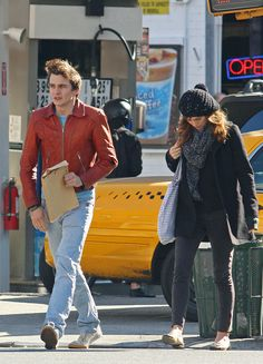 Keira Knightley Photos Photos - Keira Knightley snuggles against her boyfriend Rupert Friend as he keeps her warm with a big bear hug. The loved-up couple had breakfast at The Cupping Room Cafe in downtown Manhattan. Keira is currently in town to attend voice coaching lessons in preparation for her role in 'My Fair Lady'. - Keira Knightley and Rupert Friend at The Cupping Room Cafe