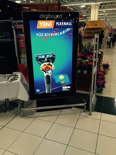 """65"""" Digital totems at the entrance of Tesco stores in Turkey"""
