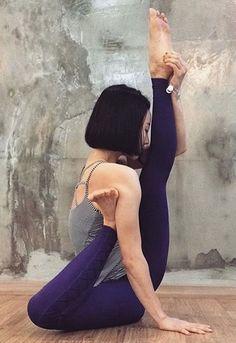 Her leg is where now? Pics via /POPSUGARFitness/ take yoga flexibility to a whole new level http://www.popsugar.com/fitness/Extremely-Flexible-Yoga-Photos-40438683?utm_campaign=share&utm_medium=d&utm_source=fitsugar via /POPSUGARFitness/