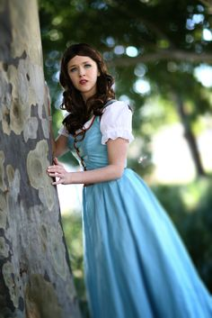Once Upon a Time style cosplay of Belle from Beauty and the Beast. - 10 Belle Village Dress Cosplays This makes me think of Dorothy from the Wizard of Oz Belle Cosplay, Disney Cosplay, Disney Costumes, Cool Costumes, Belle Costume, Costume Ideas, Cosplay Outfits, Cosplay Girls, Cosplay Costumes