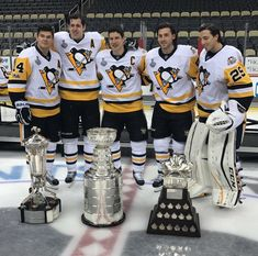 Kunitz, Malkin, Crosby, Letang and Fleury won 3 cups together in Pittsburgh! Pittsburgh Sports, Pittsburgh Penguins Hockey, Pittsburgh Pirates, Hockey Penguins, Pens Hockey, Ice Hockey Teams, Sports Teams, Hockey Stuff, Blackhawks Hockey