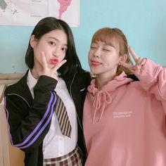 Teen Web, Teen Images, Korean Best Friends, Web Drama, Kpop Couples, Kdrama Actors, Ulzzang Girl, Couple Goals, Korean Girl