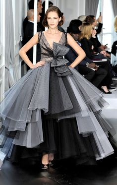 Celebrities who wear, use, or own Christian Dior Spring 2012 Couture Monochrom Silk Layer Gown. Also discover the movies, TV shows, and events associated with Christian Dior Spring 2012 Couture Monochrom Silk Layer Gown. Dior Haute Couture, Christian Dior Couture, Couture Fashion, Runway Fashion, Christian Lacroix, Couture Style, Look Fashion, Fashion Show, High Fashion