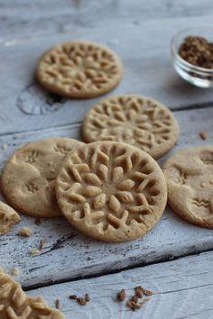 Instant karácsony, egyszerre szép és finom. Cookie Recipes, Dessert Recipes, Biscuits, Gourmet Gifts, World Recipes, Holiday Cookies, Winter Food, Pavlova, Love Food