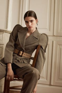 Alexandra Micu Takes Paris in Fall 2019 Fashion Trends by Olivia Frolich for Harper's Bazaar Spain — Anne of Carversville Uk Fashion, Fashion 2020, Runway Fashion, High Fashion, Fashion Show, Fashion Outfits, Womens Fashion, Fashion Design, Fashion Tips