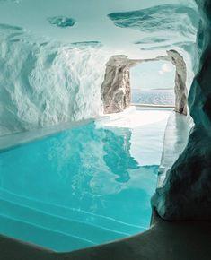 The Cave Suite in Mykonos Cavo Tagoo resort features an indoor/outdoor pool. Indoor Outdoor Pools, Backyard Pools, Pool Decks, Pool Landscaping, Garden Pool, Mykonos Hotels, Mykonos Greece, Mykonos Resort, Greece Hotels
