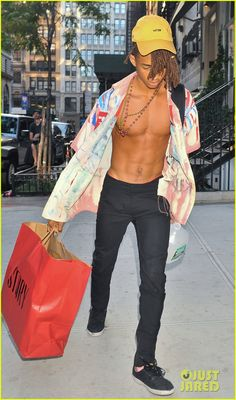 jaden smith walks around nyc shirtless sarah snyder 05