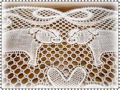 *Au point du plaisir* bobbin lace, piggies in flanders lace