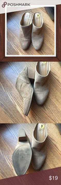 """🎼 Much Too Young 🎼 Frank Sarto brand Good preowned condition  Do shows signs of being very well loved Slide in & go oh so comfy  Suede light tan uppers Wood block 2.5"""" heel Not sure how to clean real suede? Sz-9M Frank Sarto Shoes Mules & Clogs"""