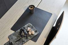 Tisch-Sets aus recyceltem Leder als Gestaltung von #LindDNA  - Gefunden auf #KONTOR1710