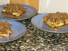 appel havermout plaatkoek. met alle soorten fruit te doen. stoofpeertjes, rabarbermoes, perzik uit blik ;-)