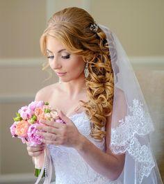 Gelockte Brautfrisur mit Schleier: Bildergalerie mit Hochzeitsfrisuren und Brautfrisuren mit Schleier und Diadem