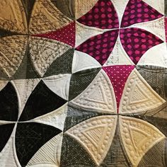 A close up of the quilting (because that's really all that matters )! #sewkindofwonderful