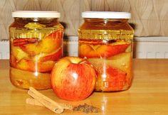 Sült alma likőr recept képpel. Hozzávalók és az elkészítés részletes leírása. A sült alma likőr elkészítési ideje: 45 perc Limoncello, Smoothie Drinks, Smoothies, Vegan Recipes, Cooking Recipes, Torte Cake, Hungarian Recipes, Frappe, Diy Food