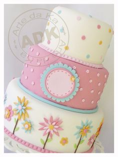 Tartas de cumpleaños - Birthday Cake - Love the bottom tier with fondant flowers (via Arte da Ka). Baby Cakes, Girly Cakes, Gorgeous Cakes, Pretty Cakes, Cute Cakes, Amazing Cakes, Fondant Cakes, Cupcake Cakes, Spring Cake