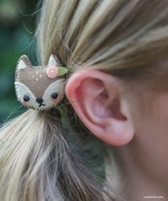 Hair Accessories DIY Mini Felt Animal Hair Clips Tutorial with FREE Pattern - Make this set of adorable mini felt hair accessories using this simple pattern from handcrafted lifestyle expert Lia Griffith and her team. Felt Hair Accessories, Felt Hair Clips, Diy Hair Clips, Little Presents, Felt Diy, Felt Crafts Diy, Felt Ornaments, Felt Animals, Felt Flowers