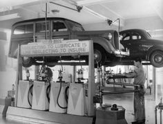 Art & Inspiration - Old Garage and wrecker pictures Old Garage, Garage Art, Garage Shop, Used Car Lots, Old Gas Stations, Repair Shop, Car Repair, Hot Rides, Car Shop