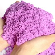Make kinetic sand with your children with only 3 ingredients! - Handmade Everything 4 Kids, Diy For Kids, Cool Kids, Kids Toys, Crafts For Kids, Children, Baby Kids, Make Kinetic Sand, Magic Sand