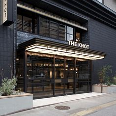 横浜駅西口より徒歩5分。HOTEL THE KNOTは、ビジネス、観光に便利なホテルです。ウエディングや各種パーティーの他、会議などにもご利用いただけます。PANWOKでは横浜の洋食と中華メニューをご用意。ランチやディナーにご利用下さい。