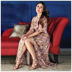 Kareena Kapoor Khan asks women to be fearless in their choices Kareena Kapoor Khan believes in challenging the norms, be it with her film choices or her decision to flaunt her baby bump. Kareena Kapoor Bikini, Kareena Kapoor Khan, Deepika Padukone, Bollywood Stars, Bollywood Fashion, Indian Bollywood, Karena Kapoor, Koffee With Karan, Karan Johar