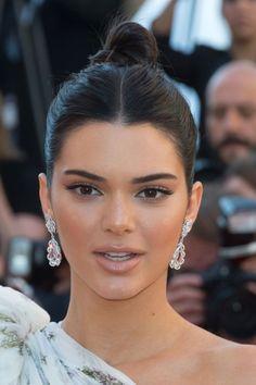 Kendall Jenner al festival cinematografico di Cannes 2017 – Hair Style Kendall Jenner Style, Cejas Kendall Jenner, Kendall Jenner Makeup, Kendall Jenner Hairstyles, Kendall Jenner Maquillaje, Cannes Film Festival, Festival 2017, Festival Hair, Gorgeous Makeup