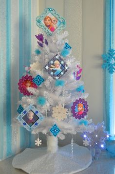 Frozen Christmas tree, perfect for birthday decoration or as the perfect Disney theme for a little girl's room!