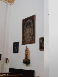 Iglesia de Santiago Apóstol. Capilla de las Reliquias. Destaca en la imagen la Virgen gótica