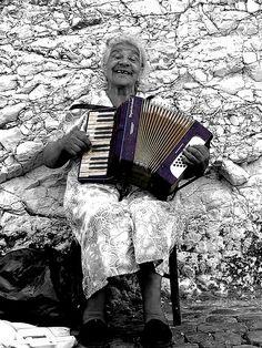 Señora con el acordeón