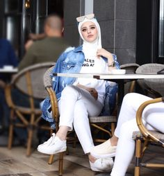 Fall hijab in oversized outwears – Just Trendy Girls Hijab Turban Style, Hijab Style Dress, Casual Hijab Outfit, Hijab Chic, Hijab Fashion Summer, Modern Hijab Fashion, Hijab Fashion Inspiration, Muslim Fashion, Stylish Dress Designs